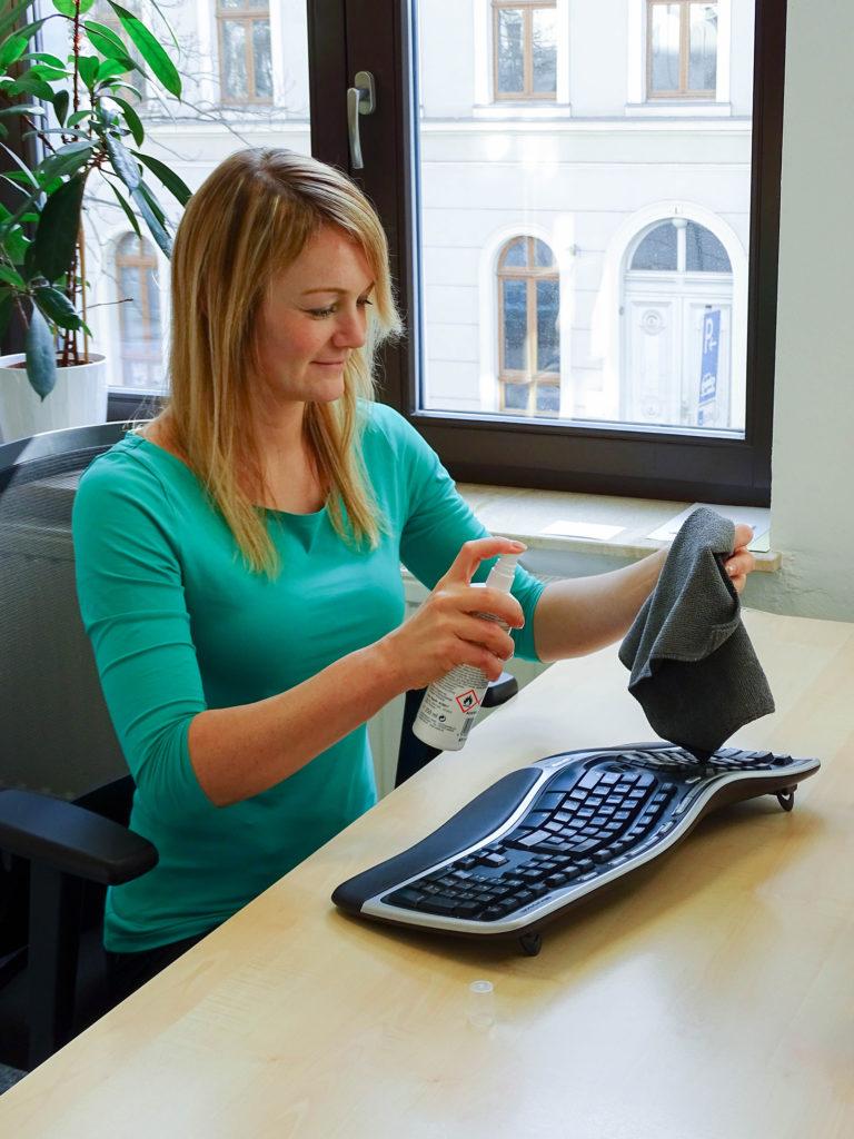 domeba Compliance-Quick-Tipp Reinigung Desinfektion Tastatur Maus